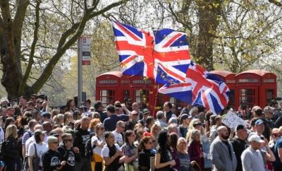 Μεγάλη διαδήλωση κατά του lockdown και των περιοριστικών μέτρων στο Λονδίνο