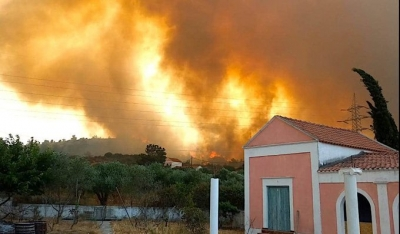 Φωτιά στη Ρόδο: Εκκενώθηκαν χωριά – Ενισχύονται οι πυροσβεστικές δυνάμεις, στη μάχη τα εναέρια μέσα