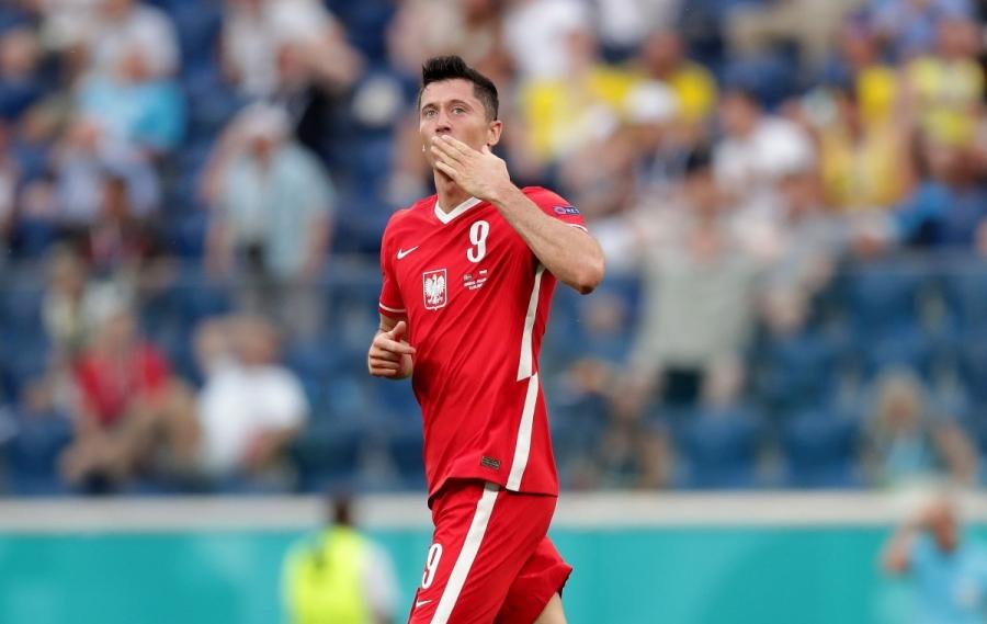 Σουηδία – Πολωνία 2-2: Βάζει φωτιά στο ματς ο Λεβαντόφσκι!