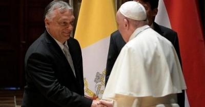 Γιατί προκάλεσε αντιδράσεις το δώρο που προσέφερε ο Orban στον Πάπα Φραγκίσκο