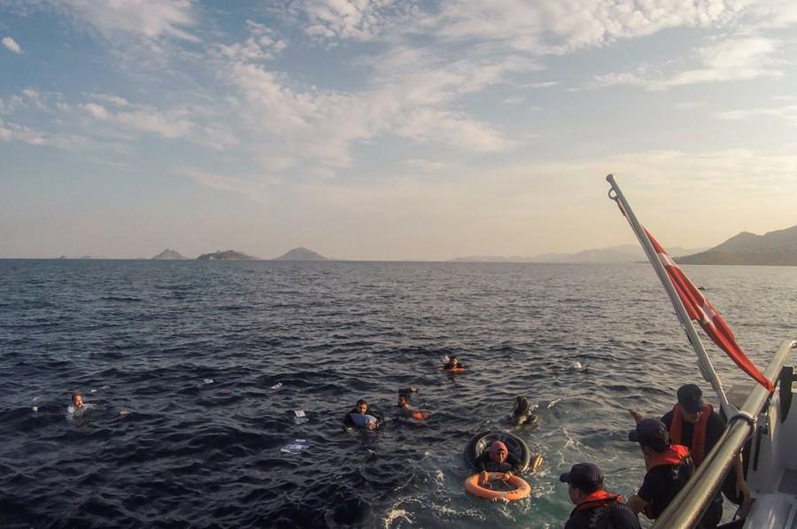 Άγκυρα: Νέες καταγγελίες ότι η ελληνική ακτοφυλακή προσπαθεί να βυθίσει μεταναστευτικά σκάφη στο Αιγαίο