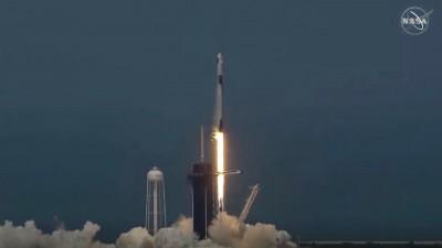 Ιστορικές διαστημικές στιγμές για τη SpaceX -  Επιτυχής η εκτόξευση του πυραύλου Falcon 9