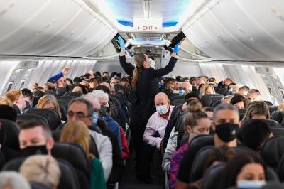 ΗΠΑ -  FAA: Απείθαρχο με τη χρήση μάσκας το 75% των επιβατών στα αεροπλάνα