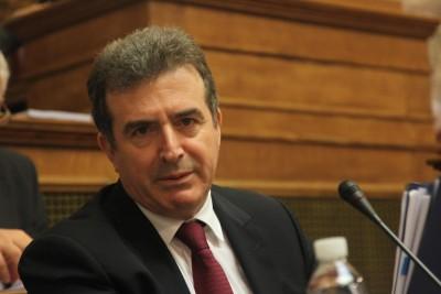 Χρυσοχοϊδης: Τελείωσαν οι επέτειοι της καταστροφής - Ένταση στη Βουλή για την...ανθοδέσμη
