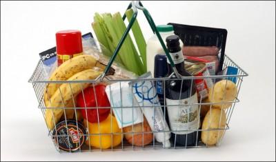 Οι Έλληνες αγοράζουν λιγότερα και πανάκριβα τρόφιμα σε σχέση με την Ευρώπη