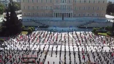 Εντυπωσιακή διαδήλωση του ΠΑΜΕ για την Πρωτομαγιά σε εποχή κορωνοϊού - Κουτσούμπας: Το βλέμμα όλων στραμμένο στην επόμενη ημέρα