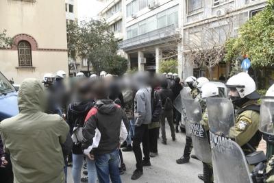 Κατάληψη σε κτήριο του υπουργείου Πολιτισμού στην πλατεία Καρύτση για τον Κουφοντίνα