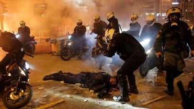 Σύλληψη δύο δραστών για τον άγριο ξυλοδαρμό του αστυνομικού στην Νέα Σμύρνη - Νέα επεισόδια στη Νίκαια