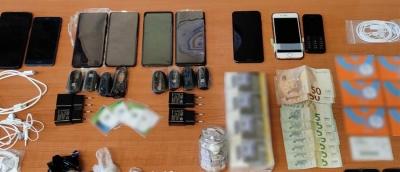 Χειροπέδες σε σωφρονιστικό υπάλληλο που έκανε... μπίζνες με ναρκωτικά και κινητά τηλέφωνα στις φυλακές Κορυδαλλού