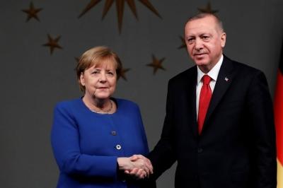 Ενώ ο Μητσοτάκης συμφωνεί για πράσινο διαβατήριο με το Ισραήλ, ο Erdogan συνομιλεί με την Merkel για deal 25-26/3