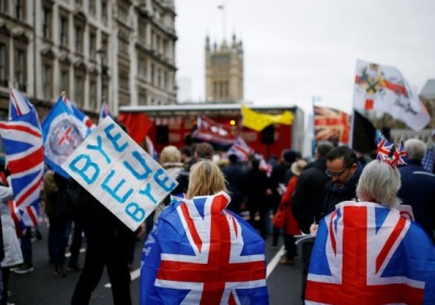 Διχασμένος ο βρετανικός Τύπος μετά το Brexit – Τι αναφέρει