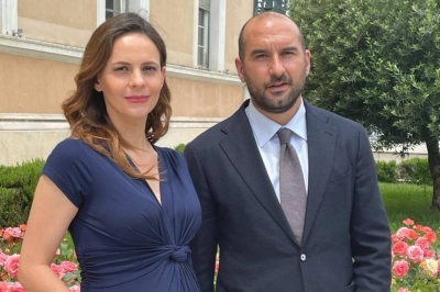 Τζανακόπουλος: Λέει «όχι» στη συνεπιμέλεια με φωτογραφία της εγκύου Αχτσιόγλου
