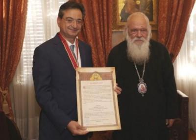 Eurobank: Απονομή Μεταλλίου Αρχιεπισκοπής Αθηνών στον κ. Φ. Καραβία