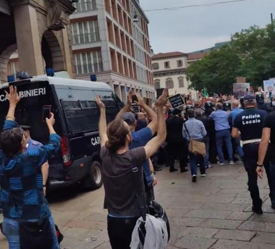 Ιταλία: Ένταση σε πορεία στο Μιλάνο κατά του «πράσινου» πιστοποιητικού -  Στο Το 77,4% οι πλήρως εμβολιασμένοι