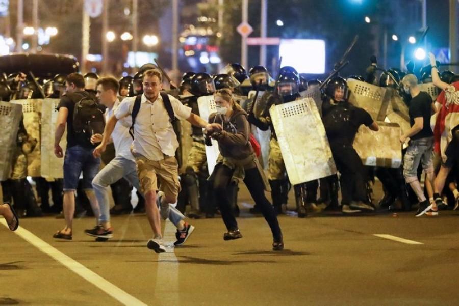 Αντικυβερνητικές διαδηλώσεις στη Λευκορωσία με περισσότερες από 300 συλλήψεις