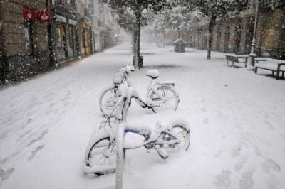 Ισπανία: Στις σφοδρότερες χιονοπτώσεις των τελευταίων δεκαετιών, προβλέπονται 20 εκατοστά χιόνι το επόμενο 24ωρο
