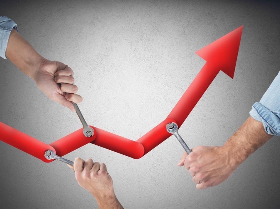 Μείωση φορολογίας και εισφορών, επενδύσεις σε υποδομές και δημοσιονομικά πλεονάσματα προβλέπει η Έκθεση Πισσαρίδη - Τα 2 σενάρια για ΑΕΠ