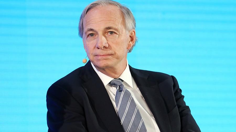 Dalio (Bridgewater): Οι επενδυτές παρερμηνεύουν τα μέτρα της κινεζικής κυβέρνησης ως... αντικαπιταλιστικά