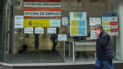 Ισπανία: Πάνω απο 4 εκατομμύρια οι άνεργοι τον Φεβρουάριο – Οι 2 στους 3 στον τομέα φιλοξενίας