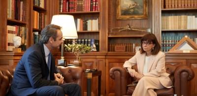 Μητσοτάκης σε Σακελλαροπούλου: Θα εμβολιαστώ στις 27/12 – Το 2021 θα αφήσουμε πίσω την πανδημία