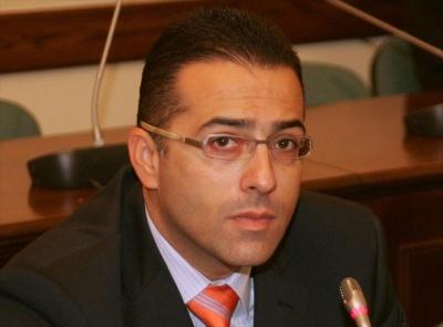 Ο παραιτηθείς Πρόεδρος της Folli, οι πιέσεις για αμοιβές συμβούλων, οι αντιδράσεις και η Επιτροπή Κεφαλαιαγοράς
