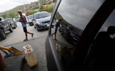Βενεζουέλα: Ο στρατός εφοδιάζει με βενζίνη τα πρατήρια υγρών καυσίμων – Τεράστιες ουρές και οργή οδηγών
