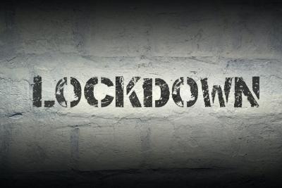 Οι Έλληνες ειδικοί παραδέχονται πως το παρατεταμένο lockdown δεν αποδίδει και προτείνουν άνοιγμα