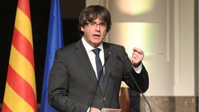 Puigdemont: Είμαι ανοιχτός σε συνάντηση με τον Rajoy εκτός ισπανικού εδάφους