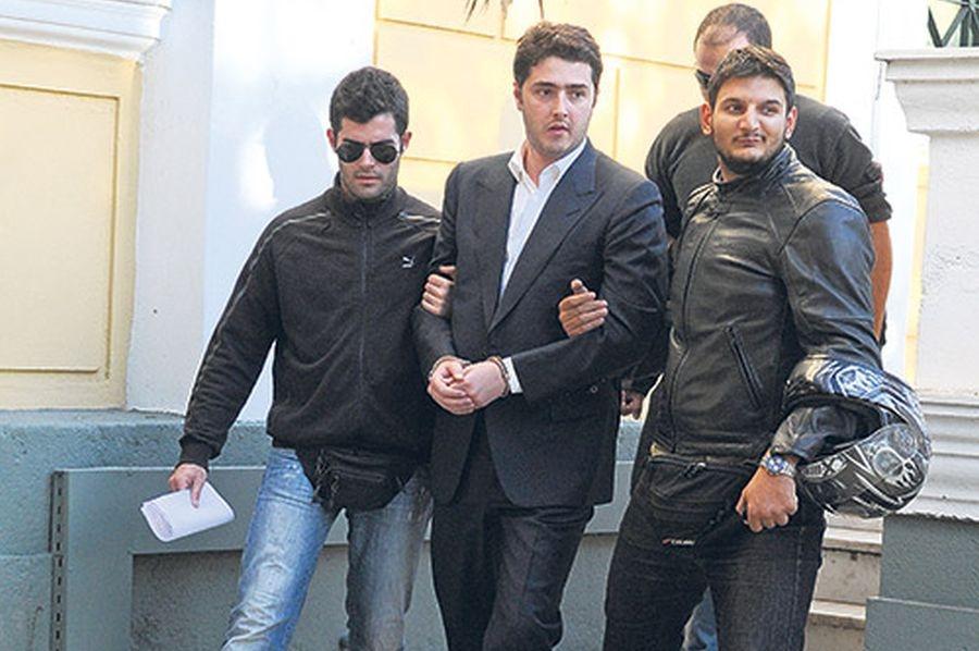Στην φυλακή και πάλι ο Αρ. Φλώρος - Έρευνα της εισαγγελίας Διαφθοράς για τα ιατρικά πιστοποιητικά - Στα ύψη η πολιτική αντιπαράθεση