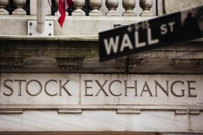 Νευρικότητα στη Wall Street, με πολιτικές ανησυχίες και macro στο επίκεντρο