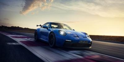 Ατμοσφαιρική και manual η νέα Porsche 911 GT3!