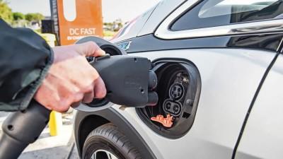 ΥΠΕΝ: Μεγάλο το ενδιαφέρον για την επιδοτούμενη αγορά ηλεκτροκίνητων οχημάτων - Απορρόφηση 1 εκατ. ευρώ σε 18 ώρες