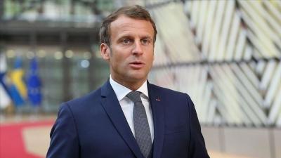 Macron: Η Γαλλία στέκεται στο πλευρό της Ελλάδας που υποφέρει πολύ