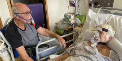 Νοσοκομείο επέτρεψε σε ηλικιωμένο ζευγάρι με κορωνοϊό να συναντηθούν για το «τελευταίο αντίο»