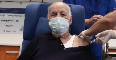 Κορωνοϊός: Μετάνιωσε που έκανε πρώτος το εμβόλιο ο Μ. Γιοβανίδης - «Εμβολιάστηκα εκεί, από βλακεία μου»