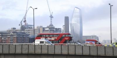 Άγριο ξύλο μεταξύ 40 ατόμων στο Λονδίνο - Βγήκαν μαχαίρια και... σπαθιά
