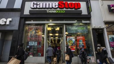 Ακραία μεταβλητότητα για την GameStop: Από τα 348,5 δολ. στα 200 δολ. μέσα σε λίγες ώρες