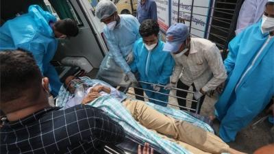 Ινδία: Ένα στα τρία νέα κρούσματα Covid-19 παγκοσμίως – Χάος με το δεύτερο κύμα της πανδημίας