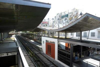 Ζημιές στους σταθμούς του ΗΣΑΠ σε Πευκάκια και Πετράλωνα από επίθεση κουκουλοφόρων