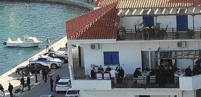 Πυρ ομαδόν από την αντιπολίτευση: Καταγγέλλει Μητσοτάκη για κορονογλέντι και ΜΜΕ για απόκρυψη εικόνων