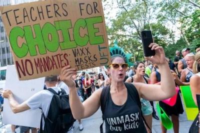 ΗΠΑ: Εξαίρεση από τους εμβολιασμούς ζητούν 3.000 δάσκαλοι στη Νέα Υόρκη