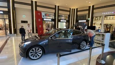 Tesla: Από 4/9 και για ένα μήνα για πρώτη φορά στην Ελλάδα στο Golden Hall