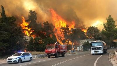 Νέα πυρκαγιά στα Βίλια Αττικής - Εκκενώσεις οικισμών, κάηκαν σπίτια - Μάχη με αναζωπυρώσεις στην Κάρυστο