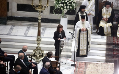 Σακελλαροπούλου (ΠτΔ): Αποχαιρετούμε όλοι μαζί τον παιδαγωγό του Έθνους Μίκη Θεοδωράκη