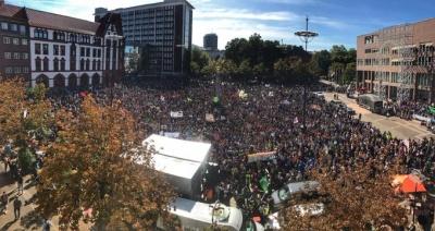 Κυβερνητική συμφωνία στη Γερμανία για την τιμή του άνθρακα - Διαδηλώσεις σε όλο τον κόσμο κατά της κλιματικής αλλαγής