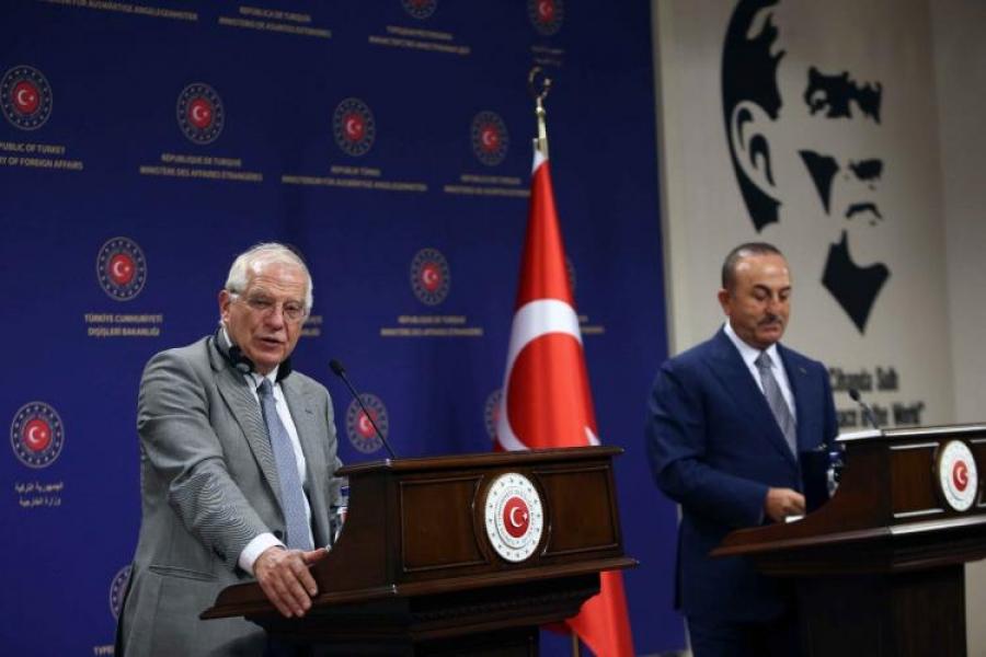 Επικοινωνία Borrell – Cavusoglu για τις φονικές πυρκαγιές στην Τουρκία