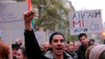 Ουγγαρία: Χιλιάδες φοιτητές κατά της απόφαση Orban να κλείσει το Πανεπιστήμιο του Soros