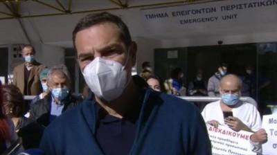 Εμβολιάστηκε χωρίς κάμερες ο Τσίπρας: Να μη νιώθουν ανασφάλεια οι πολίτες απέναντι στο εμβόλιο