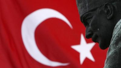 Διολίσθηση για την τουρκική λίρα στις 7,94 ανά δολ. - Καθαιρέθηκε μετά από 4,5 μήνες ο διοικητής της κεντρικής τράπεζας