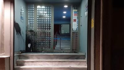 Βόμβες μολότοφ, πέτρες και μπογιές στα γραφεία του Action 24 για τον Δημήτρη Κουφοντίνα - Καταδίκη από τα κόμματα